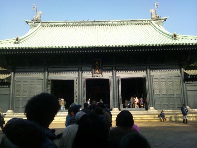 くりちゃん、湯島神社と湯島聖堂を間違える それから、くりちゃんはオカンたちを探しても、結局いなか
